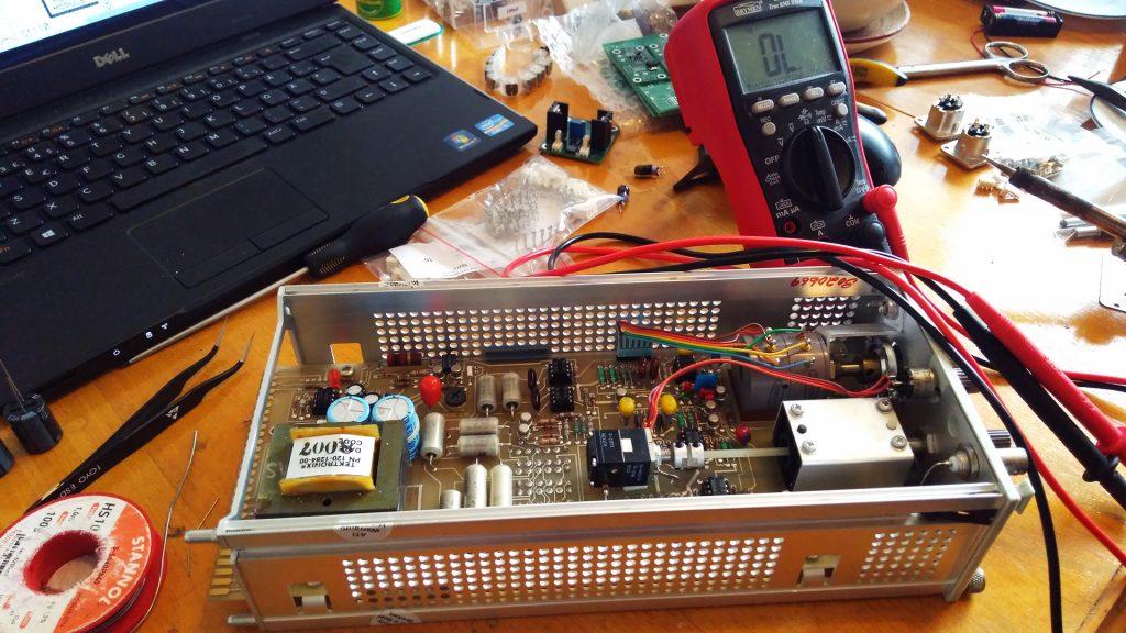 Tektronix SG505 repair and capacitor replacement.